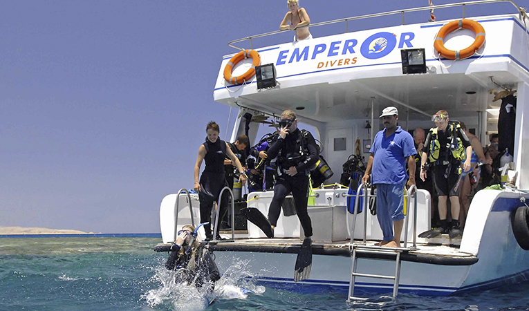 /photos/news/empror divers wide_9113b_md.jpg